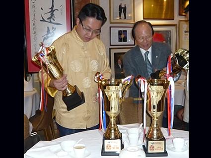 美食米線冠軍香港星林居老闆陳縉燊與全球御廚楊貫一合照